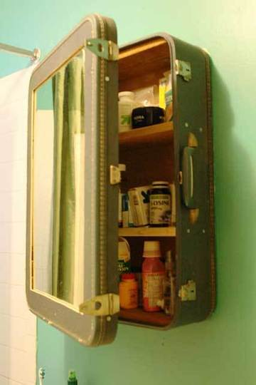 Vintage Suitcase Medicine Cabinet included in these 20 DIY Vintage Suitcase Projects and Repurposed Suitcases. Create unique home decor using repurposed old suitcases! | OHMY-CREATIVE.COM