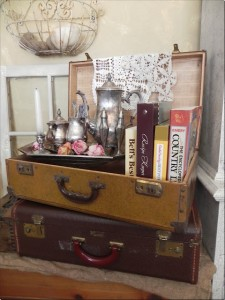 vintage suitcase vignette - Oh My Creative