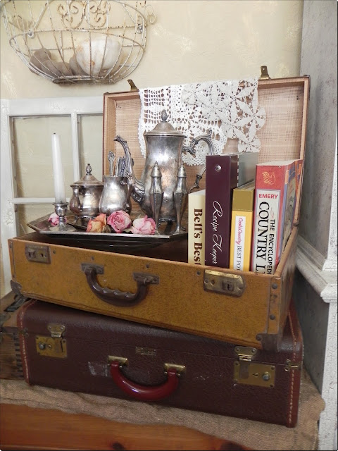 Vintage Suitcase Vignette included in these 20 DIY Vintage Suitcase Projects and Repurposed Suitcases. Create unique home decor using repurposed old suitcases! | OHMY-CREATIVE.COM