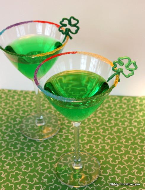 Add a festive St. Patrick's Day drinks   OHMY-CREATIVE.COM   St. Patrick's Day Cocktail   Green Drinks   Green Apple Martini   Shamrock   Rainbow #StPatricksDay #Cocktails #RimSugar
