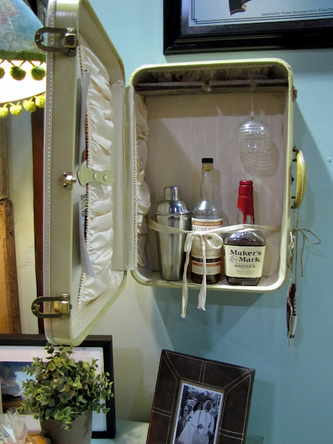 Vintage Suitcase Mini Bar included in these 20 DIY Vintage Suitcase  Projects and Repurposed Suitcases. 20 DIY Vintage Suitcase Decorating Ideas    Oh My Creative