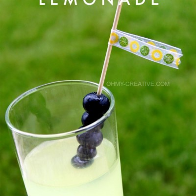 Summers best cocktail - Blueberry Vodka Lemonade | OHMY-CREATIVE.COM