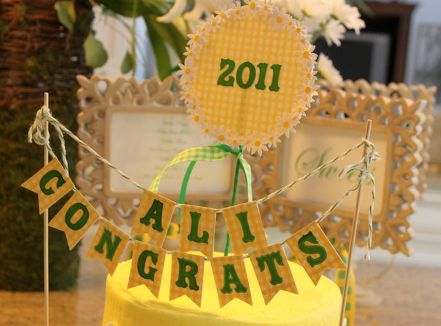 Graduation party cake topper and design