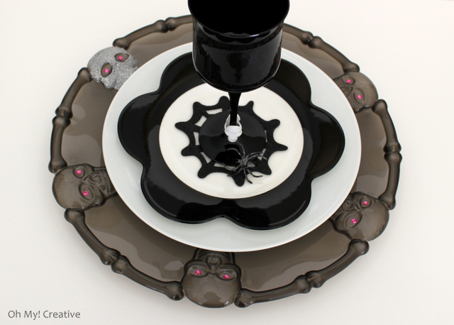 I love a good dollar store craft! These Glam Halloween Charger Plates made from dollar store platters are easy to make and look spectacular under plates - adds a little bling to the table!   OHMY-CREATIVE.COM