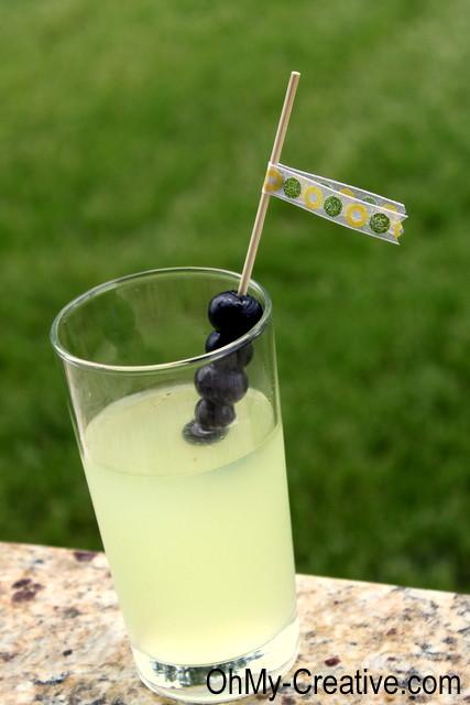 Blueberry-lemonade-cocktail-drink OhMy-Creative.com