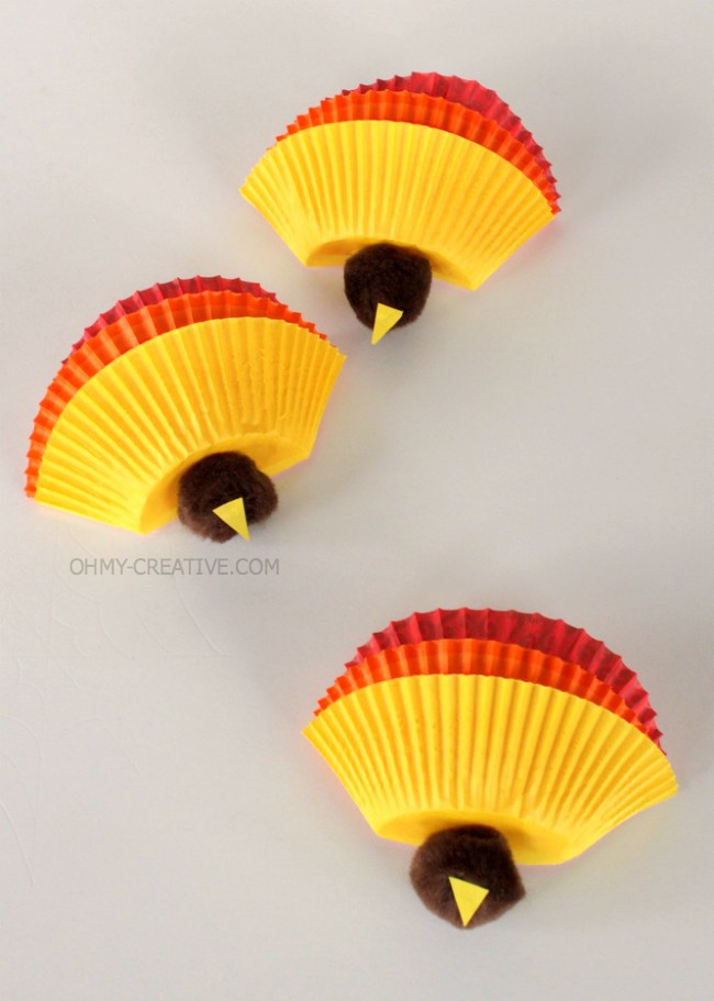 Have the kids make these Kids Thanksgiving Turkey Craft then use it on the kids table Thanksgiving Day   OhMy-Creative.com
