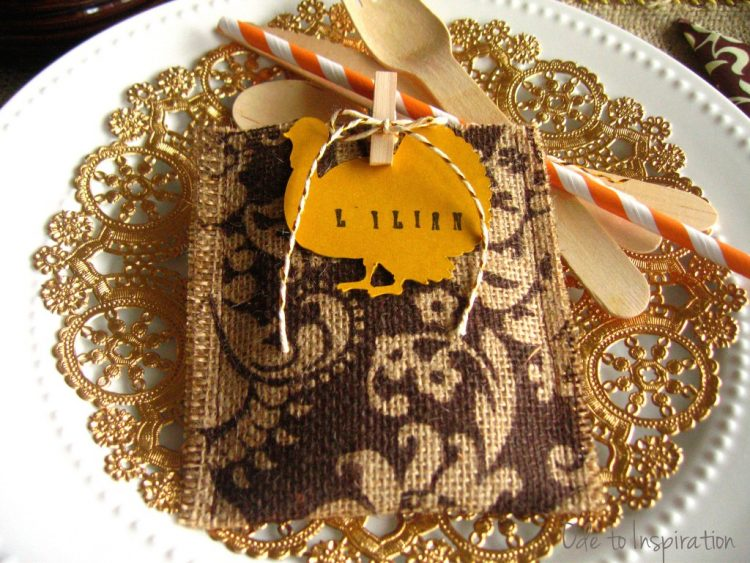 Thanksgiving-Burlap-Pouch-Favors-and-Place-Card-Settings-