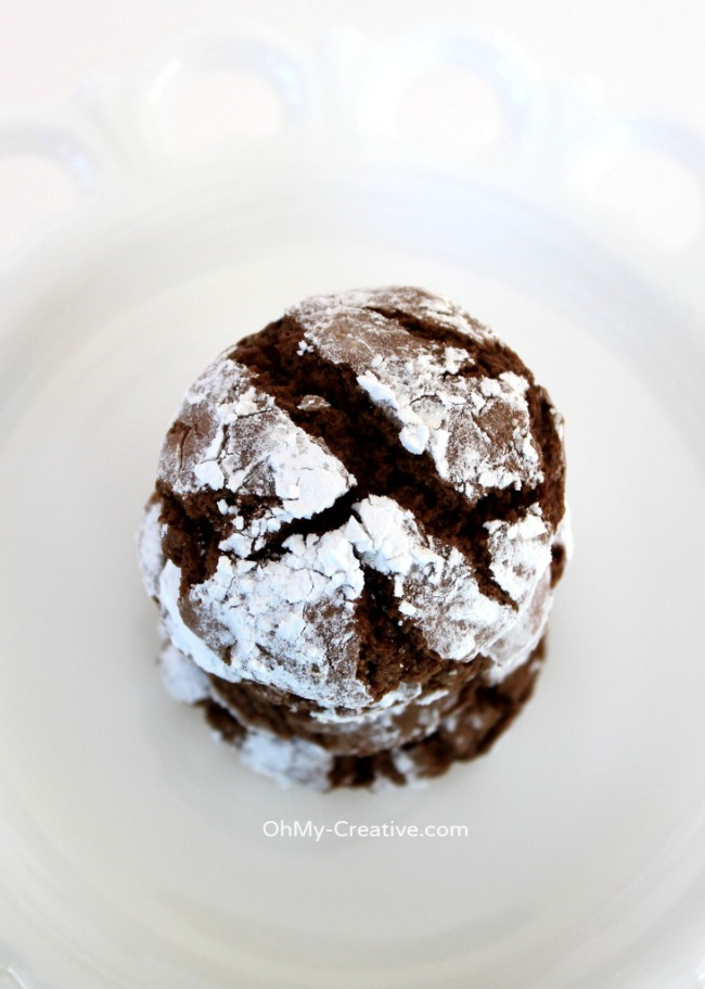 Their soft chewy texture along with a dusting of powdered sugar make these Chocolate Crinkle Cookies a perfect holiday sweet! Yum!   OHMY-CREATIVE.COM