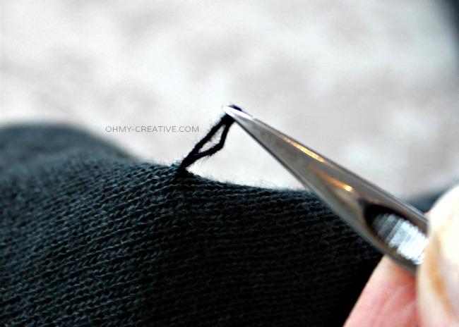 How To Fix A Sweater Snag    OHMY-CREATIVE.COM