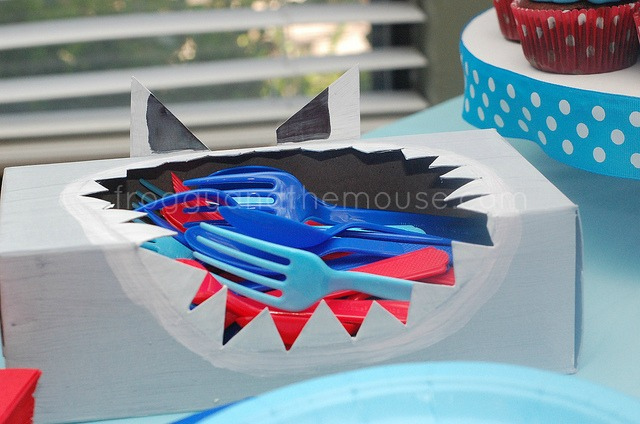 Shark utensil box