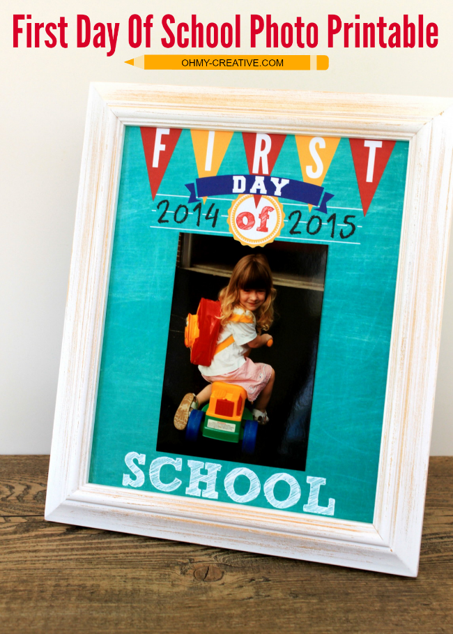 Display your First Day Of School Photos with this free Printable! | OHMY-CREATIVE.COM #BackToSchool