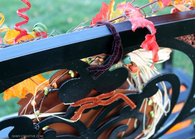 Easy to Decorate a Fall Outdoor Bench using pipe cleaners   OHMY-CREATIVE.COM