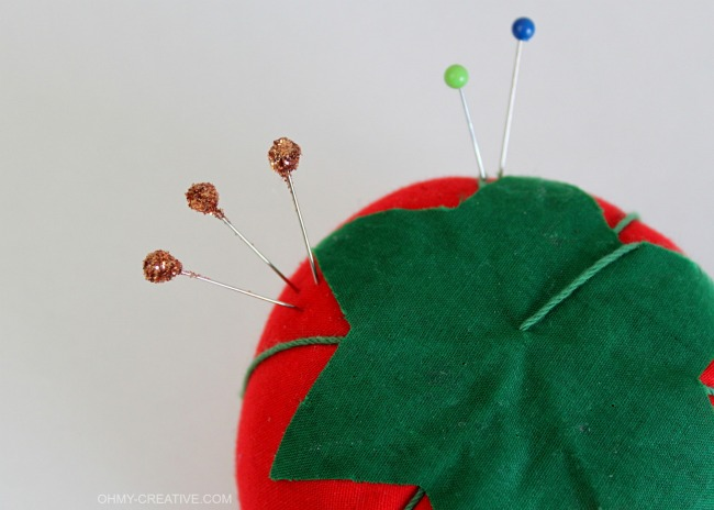 How to Glitter Straight Pins | OHMY-CREATIVE.COM