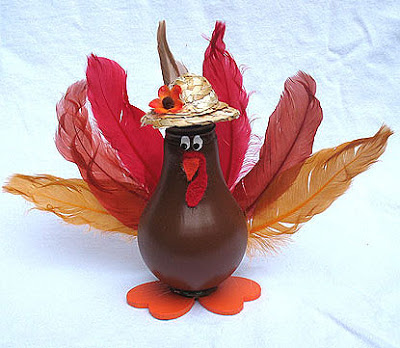 This Light bulb turkey uses a burned out light bulb for the turkey's body. Feathers are used for the tail and top it with a cute straw hat.