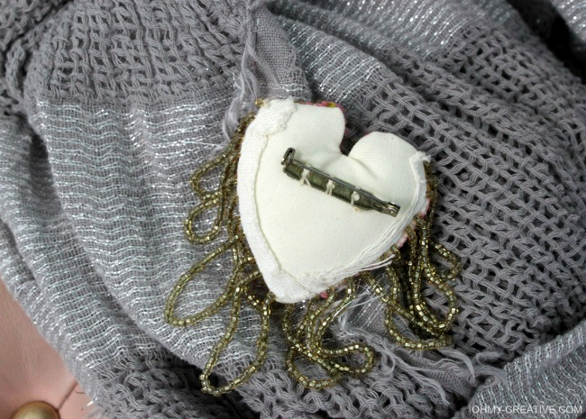 Add a pin back to the DIY Heart Pin | OHMY-CREATIVE.COM