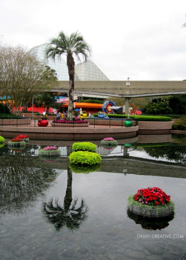 Epcot international flower and garden festival for Floating plant pots