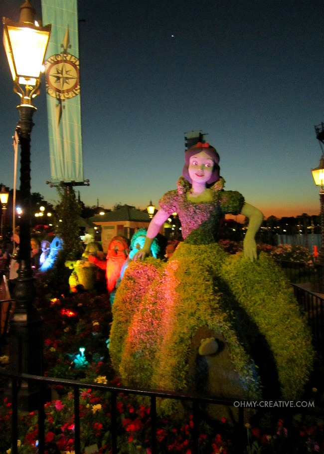 Snow White and the Seven Dwarfs Topiaries Epcot International Flower and Garden Festival  |  OHMY-CREATIVE.COM