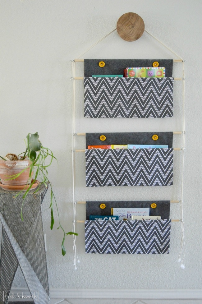 Diy hanging book holder oh my creative for Kids book storage diy