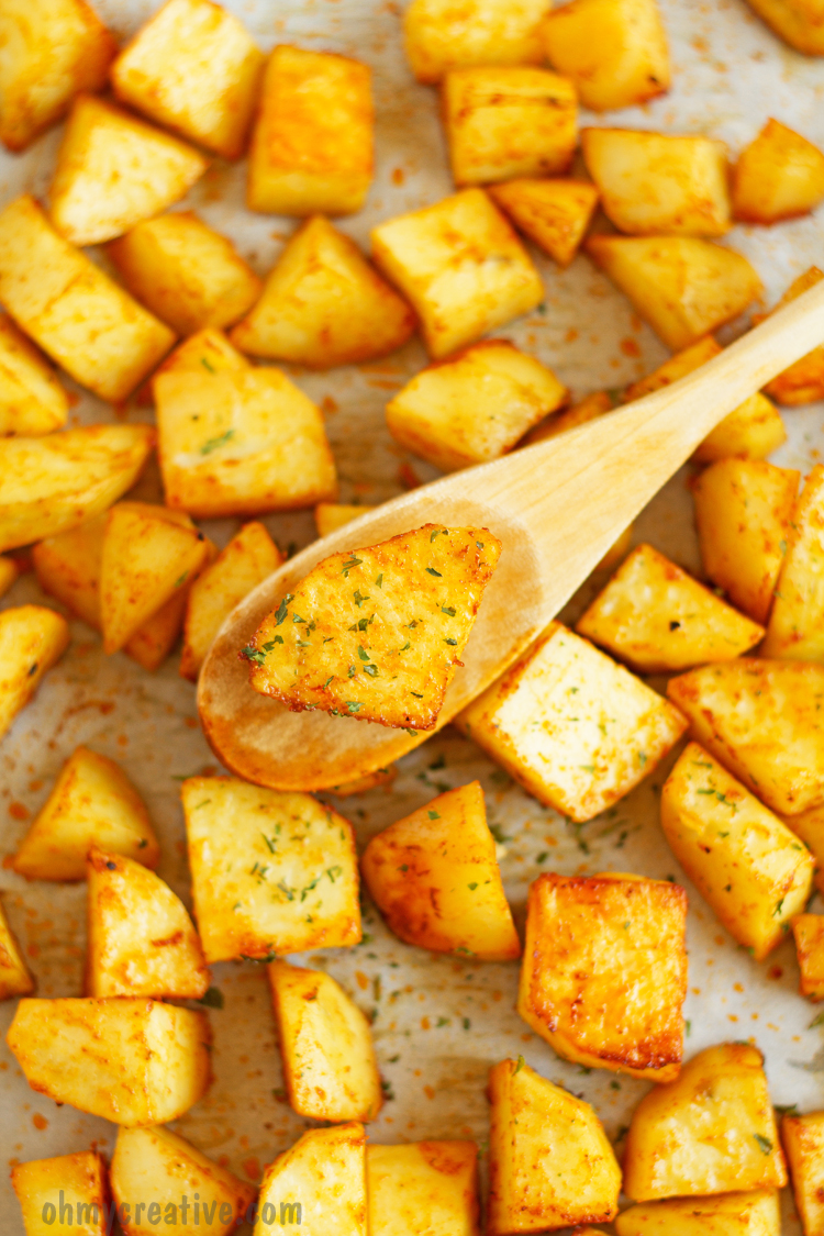 Baked Sweet Paprika Potatoes - Only 4 ingredients required to make this baked sweet paprika potatoes recipe. Perfectly seasoned potatoes can be served as side dish for dinner. Oh My creative