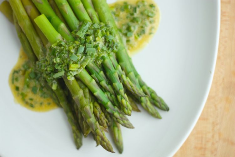 Asparagus with Chive Vinaigrette Side Dish - 25 Thanksgiving Side Dishes to complete your Thanksgiving dinner! Including Thanksgiving vegetable side dish recipes, traditional Thanksgiving recipes as well as new recipes to try! | OHMY-CREATIVE.COM