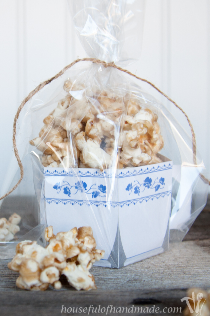 The perfect gift for the Chai lover! Make these easy free printable tea cups and fill them with this chewy chai caramel popcorn. | Housefulofhandmade.com