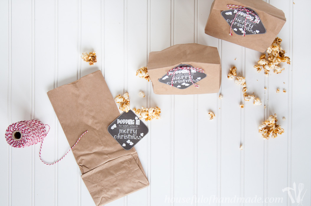 Who doesn't love popcorn?! Give a sweet treat this Christmas with these free printable gift tags. Easy to attach to a brown lunch sack of your favorite popcorn. | Housefulofhandmade.com