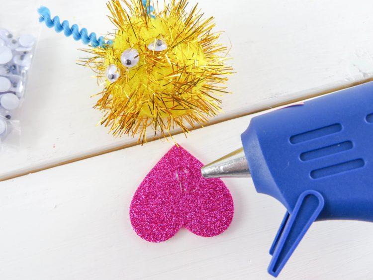 These Pom Pom Monsters are and easy kids craft! | OHMY-CREATIVE.COM | Valentine's Day Craft | Valentine Pom Pom Monsters | pom pom craft | preschool craft | kindergarten craft | pom pom animals | pom pom creatures