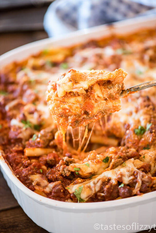 Easy Baked Ziti Casserole Recipe | 30 Graduation Party Food Ideas | OHMY-CREATIVE.COM