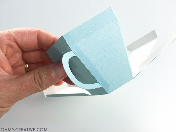 Create the perfect gift for spring with this Tea Cup Template. A tea cup gift for Mother's Day, Easter or Teacher Appreciation. OHMY-CREATIVE.COM   Paper Tea Cup   3D Tea Cup   Tea Cup Gift   Spring Gift Ideas   Paper Tea Cup Template   Mother's Day Gift Idea   Teacher Appreciation Gift