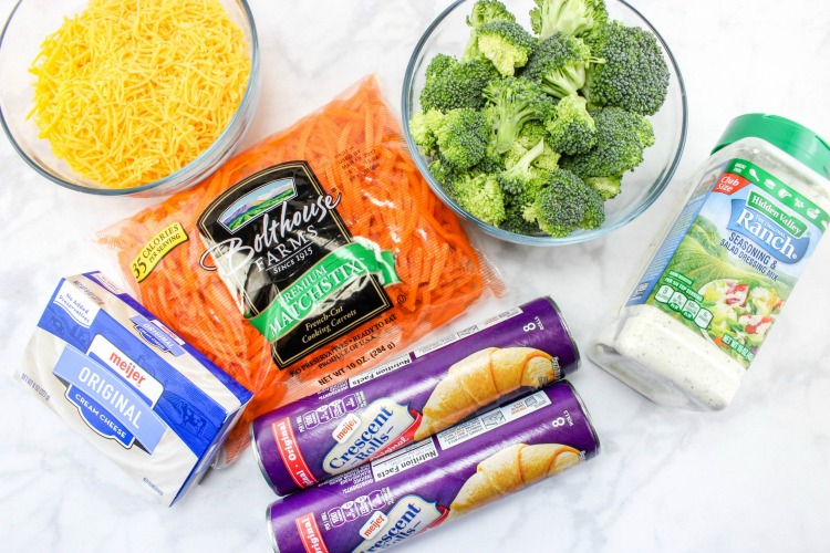 Carrot Vegetable Pizza Recipe with an Easter twist! Chopped veggies with a Crescent Roll crust make these veggie bars a fun Easter appetizer or brunch menu item. | OHMY-CREATIVE.COM | carrot | carrot appetizer | side dish recipe | crescent rolls | cheese | broccoli | Easter recipe | Easter brunch