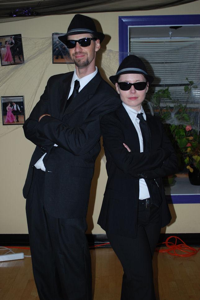 50 Couples Halloween Costume Ideas - Oh My Creative