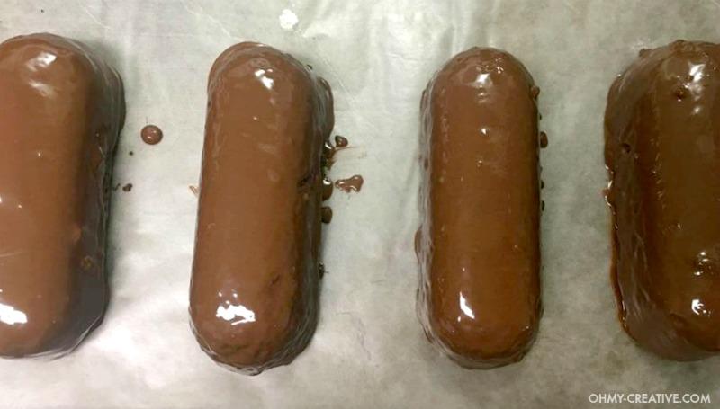 Halloween Twinkie Chocolate Bats | OHMY-CREATIVE.COM | Halloween Bat Desserts | Bat Treats | Halloween Pops | Halloween Food Ideas for Kids | Halloween Finger Foods | Halloween Themed Food | Easy Halloween Treats | Chocolate