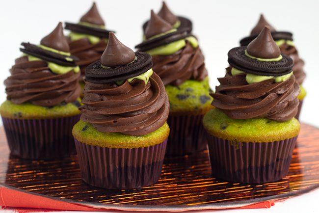 Oh My Creative | Easy Treats | Treats for Kids | Easy Halloween Activities | Easy Halloween Treats | Fall Desserts | Halloween Desserts | Fall Treats for Kids | Easy Fall Recipes | Simple Fall Desserts |