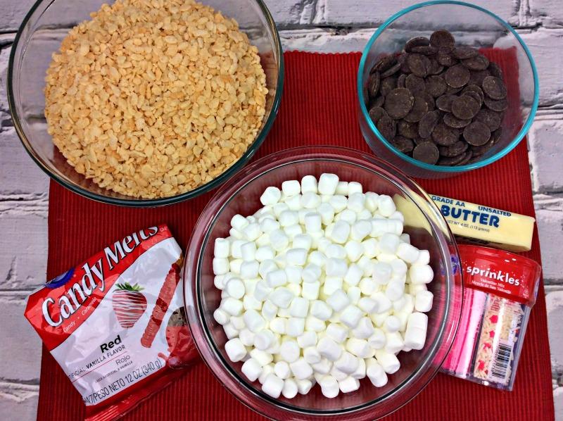 Valentine's Day Rice Krispie Treats | OHMY-CREATIVE.COM | Heart Shaped Rice Krispie Treats | Homemade Rice Krispie Treats | Dipped Rice Krispie Treats | Cute Valentine's Day Ideas