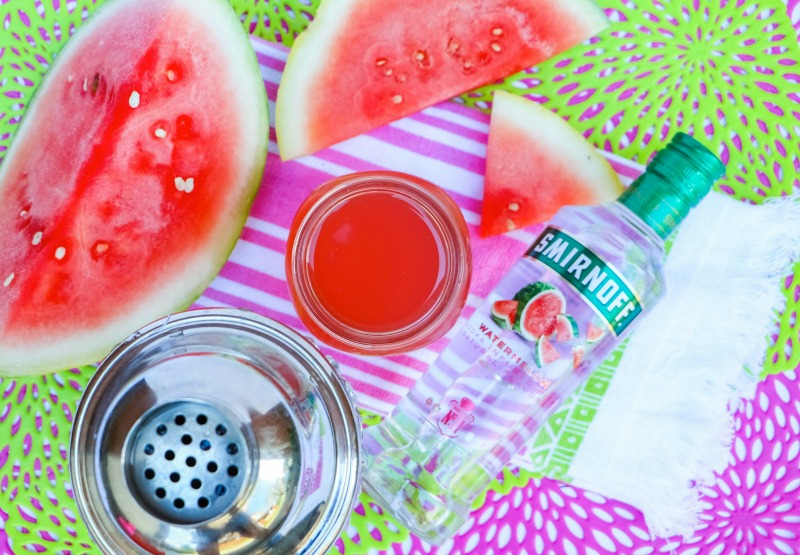This Watermelon Cocktail Recipe is a delicious summer cocktail recipe. OHMY-CREATIVE.COM | Watermelon Cocktail Recipe | Watermelon Cocktail Vodka | Summer Cocktail | Watermelon Vodka Drink | Watermelon Drink Recipe #watermeloncocktail #watermelondrink #cocktail #vodka
