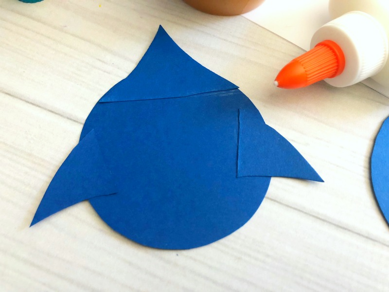 Glue the blue fins to the circles.