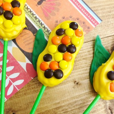 Harvest Indian Corn Cookies are a perfect treat to serve at any fall celebration or Thanksgiving! OHMY-CREATIVE.COM   Fall Cookies   Indian Corn   Fall Desserts   Cookie Pops   Nutter Butter Cookies   #indiancorn #indiancorncookies #falldessets #fallcookies #harvestcookies