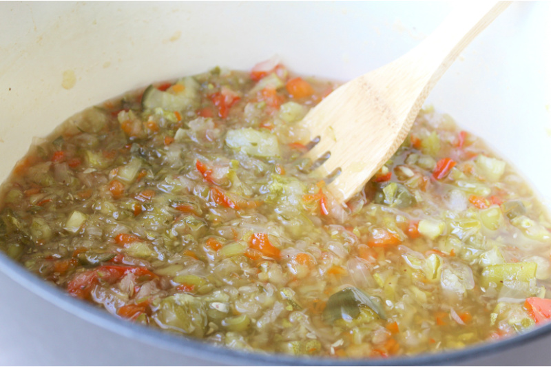 Boil vegetables with vinegar and spices.